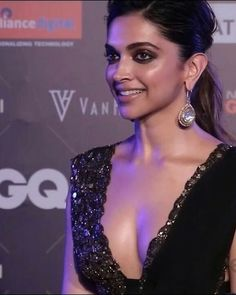 Image discovered by Aʟᴇʏɴᴀ. Find images and videos about deepika padukone on We Heart It - the app to get lost in what you love. Bollywood Actress Hot Photos, Indian Actress Hot Pics, Indian Bollywood Actress, Beautiful Bollywood Actress, Most Beautiful Indian Actress, Bollywood Celebrities, Beautiful Actresses, Indian Actresses, Deepika Padukone Hair