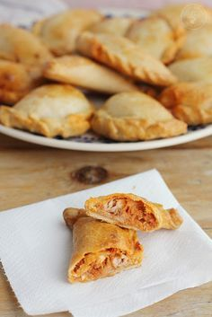 Cocinando entre Olivos: Empanadas caseras de atún y tomate o Empanadas argentinas de Vigilia. Receta paso a paso Argentina Food, Argentina Recipes, Venezuelan Food, Salty Foods, Cuban Recipes, Brunch, Latin Food, Snacks, Mexican Dishes