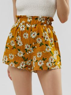 Bottoms For Women Girls Fashion Clothes, Girl Fashion, Fashion Outfits, Style Fashion, Short Outfits, Summer Outfits, Cute Outfits, Yellow Shorts, Floral Shorts