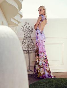 2015 Spring / Summer Collection  Sognante e romantica la fantasia floreale di questo abito dalla profonda scollatura arricchita da petali dello stesso materiale e piccoli strass.  #moda #abbigliamento #primavera #estate #abito #abitodasera #abitolungo #tulle #abitodacerimonia #abitosirena #specchio  #fashion #coture #fashionvictim #style #fashionwoman #look #outfit #dress #partydress #wedding #weddingoutfit #weddingdress #elegance  Abito rosa fantasie.
