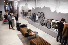 Instagram 上的 The Service Course:「 Does anyone recognize the mountain profile in the main wall? It's @christianmmeier's favorite route to ride from Girona. Alguien conoce el… 」 Bicycle Cafe, Bicycle Store, Golden Bike, Motocross Store, Bike Room, Retail Store Design, Retail Interior, Shop Interior Design, Shops