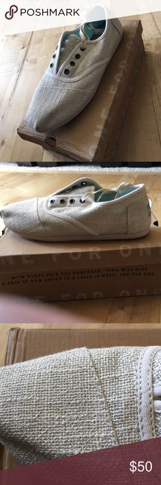 NWT Womens TOMS cordones size 10 Brand new Women's TOMS cordones ivory linen with silver size 10 TOMS Shoes Flats & Loafers