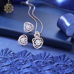 Bracelets for Women – Fine Sea Glass Jewelry Jewelry Design Earrings, Gold Earrings Designs, Necklace Designs, Diamond Earrings Indian, Diamond Jewelry, Diamond Pendant Set, Real Diamond Necklace, Diamond Bangle, Pearl Jewelry