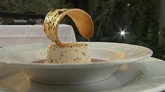 Slip fantasien løs og put lakrids, hakkede Daim eller jordbærmos i den hjemmelavede is og server den til den friske jordbærsuppe.