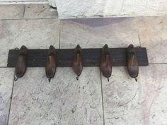 Porte manteau bois avec forme chaussure ancienne