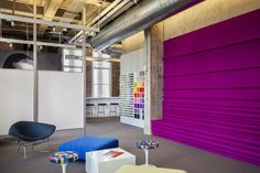 Custom bench at Knoll Showroom San Francisco by Architecture Research Office #filzfelt #woolfelt