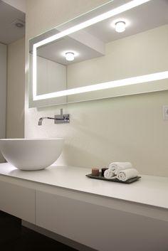 decoración de baños modernos con revestimiento vinílico blanco