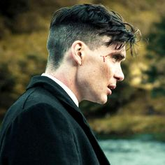 Cillian Murphy - Tommy Shelby in Peaky Blinders Peaky Blinders Tommy Shelby, Peaky Blinders Thomas, Cillian Murphy Peaky Blinders, Mens Medium Length Hairstyles, Straight Hairstyles, Hairstyles Haircuts, Haircuts For Men, Thomas Shelby Haircut, Peaky Blinder Haircut