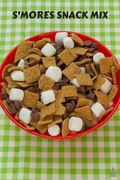 Kids at Camp Discovery VBS will love making and eating S'more Snack Mix. Help the kids mix up their own S'more Snack Mix. Camping Theme, Camping Crafts, Camping Meals, Kids Meals, Vbs Crafts, School Snacks, Camp Snacks, Camp Out Vbs, Camping With Kids