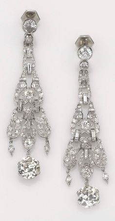 Vintage Jewelry 1920 A pair of Art Deco platinum and diamond ear pendants, Art Deco Earrings, Art Deco Jewelry, Jewelry Crafts, Jewelry Design, Dangle Earrings, Platinum Jewelry, Emerald Jewelry, Platinum Earrings, Gold Jewellery