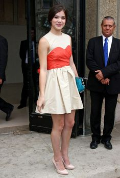 adorable, age-appropriate dress for hailee steinfeld!