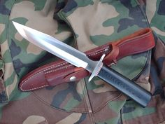 "The Cold Steel Military Classic knife features an 7"" VG-1 San Mai III stainless steel blade, 3/16"" thick. The blade has a modified clip point. The polished black linen Micarta handle, 4.62"" long, has colored fiber spacers and a polished 300 series stainless steel guard. A leather sheath with Norton Fine India sharpening stone is included."