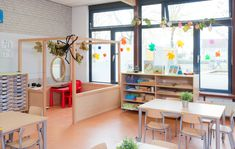 Classroom Layout, Classroom Decor, Kids Playroom Colors, Bookstore Design, Montessori Playroom, Daycare Organization, Kids Cafe, Classroom Furniture, Lokal