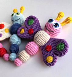 Horgolt színes pillangó csörgő - baba játék (amigurumi minta) / Mindy - kreatív ötletek és dekorációk minden napra