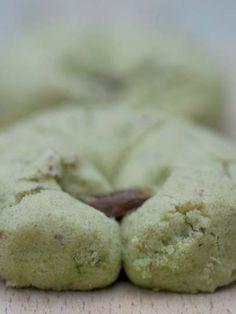 Fıstıklı Antep kurabiyesi tarifi mi arıyorsunuz? En lezzetli Fıstıklı Antep kurabiyesi tarifi be enfes resimli yemek tarifleri için hemen tıklayın!