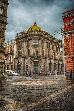 The former Edificio de la Ciudad de México (department store) building, corner of 2 Norte and 2 Oriente.