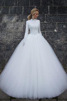 e7f92b33b5 2018 cuello alto mangas largas una línea de vestidos de novia tul con  apliques barrer el