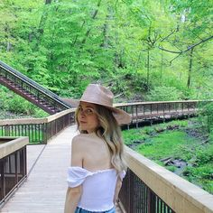 You Need To Visit This km Boardwalk Trail That Is A Hidden Oasis In Toronto - Narcity Ontario Travel, Toronto Travel, Toronto Location, Destinations, Canadian Travel, Moving Water, Park Trails, Beach Boardwalk, Get Outdoors
