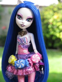 Kitty Purry - Give ya ONE GUESS who's this doll named after !!!! ..,Only at Monster High , they do have another one named after Winona Ryder and her doll is part Spider ...,oh like oh my goodness !
