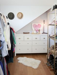 """Nope, your eyes are not deceiving you. <a href=""""http://www.charlieford.com/blog/post/take-a-sad-song-and-make-it-golden""""> Jillian Harris </a> has TWO simple hacks tucked within her awesome walk-in closet. That shelving unit on the right? It used to be silver. It's been given a full blown makeover with a simple can of spray paint. And that dresser at the back? The addition of some beautiful knobs took it from bland to bling in minutes."""