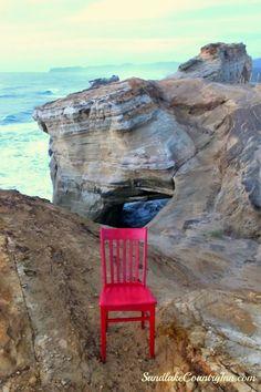 Red Chair on top of Cape Kiwanda #traveloregon #tillamookcoast #sevenwondersoforegon #redchairtravels