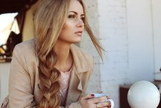 How you can get tousled hair for any length? We have secret trick for creating amazing wavy beach hair yourself. Try these tricks to have gorgeous Tousled hair. Easy Hairstyles For Long Hair, Winter Hairstyles, Hair Styles 2016, Long Hair Styles, Premature Grey Hair, Color Del Pelo, Beauty Planet, Bikini Wax, Tousled Hair