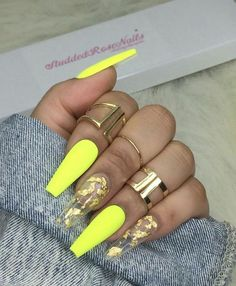 How to choose your fake nails? - My Nails Aycrlic Nails, Glam Nails, Neon Nails, Bling Nails, Neon Yellow Nails, Manicure, Nail Polishes, Matte Nails, Summer Acrylic Nails