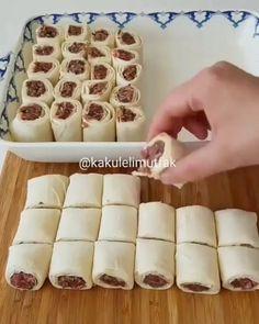"550 Beğenme, 9 Yorum - Instagram'da LEZZETMANYAA👍EN LEZİZ TARİFLER (@lezzetmanyaa): ""Daha fazla nefis tarifler için takip edin Keşfetten gelenler takip için : 👇 👉 @lezzetmanyaa 👍 👉…"" Just Pies, Cake Pop Stands, Homemade Pastries, Tasty, Yummy Food, Turkish Recipes, Pinterest Recipes, Recipe Using, Finger Foods"