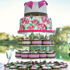 To decorate your sweet creation, dress them up with DRESS CAKE Brizzolari! Easy to use, suitable for contact with food and available in several versions, it will make your cakes unique and elegant for each occasion.