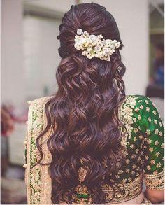 Beautiful half undo hairstyle with curls The ulti Beautiful half undo hairstyle with curls The ulti Anni Bittmann annibittmann Haare und Beauty Beautiful half undo hairstyle with nbsp hellip Saree Hairstyles, Open Hairstyles, Braided Hairstyles For Wedding, Bride Hairstyles, Hairstyles Haircuts, Hairdos, Indian Hairstyles, Trending Hairstyles, Hairstyle For Indian Wedding