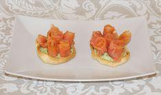 Prepara estas deliciosas tartaletas con rosas de salmón para el día de la madre. ¡Seguro que le sacarás una sonrisa!  #rosas #salmón #ideasdiadelamadre #diadelamadre #6mayo #ideasromanticas #tartaletas #hojaldre #recetariosano