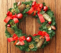 Awesome outdoor Christmas wreaths ideas r very famous & traditional decoration for many holidays. Christmas wreaths, thanksgiving wreaths, Fourth of July wreath Merry Christmas Funny, Christmas Tree Cards, Christmas Time, Best Outdoor Christmas Decorations, Holiday Decor, Cemetery Decorations, Xmas Wreaths, Wreath Bows, Christmas Background