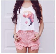 amazing outfit right here. its really good for the summer and spring