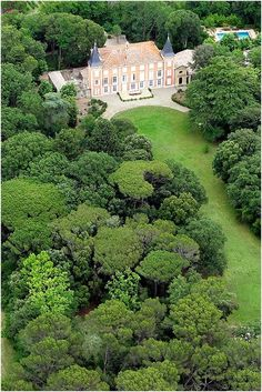 Chateau Roquelune, read more http://www.frenchweddingstyle.com/summer-wedding-venues-in-france/