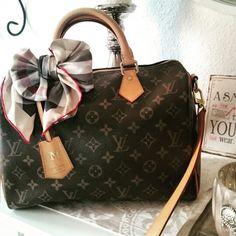 Louis Vuitton Speedy Bandouliere 30 Monogram Clochette Burberry Bow