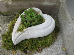 Herz+aus+Gasbetonstein+zum+Bepflanzen+von+DiRi+Skulpturen+und+Malerei+auf+DaWanda.com