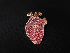 Cardboard heart An anatomical heart with PCB tracks that … - Architecture Jacket Pins, Cool Pins, Metal Pins, Pin And Patches, Brooch Pin, Felt Brooch, Up Girl, Pin Badges, Lapel Pins