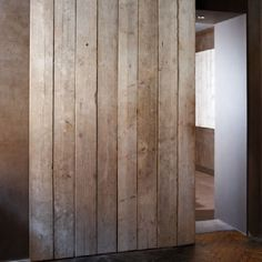 Looks just like a wall covered in reclaimed wood planks for Porte coulissante scrigno prix