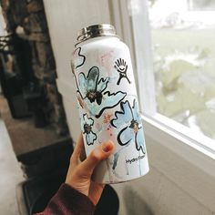 Water Bottle Art, Hydro Flask Water Bottle, Cute Water Bottles, Best Water Bottle, Water Bottle Design, Hydro Painting, Body Painting, Christian Canvas Paintings, Paint Designs