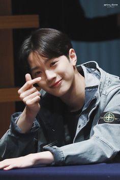 Wanna-One - Lai Guanlin Kdrama, Guan Lin, Lai Guanlin, Ha Sungwoon, Dream Boy, 3 In One, Favorite Person, Kpop Boy, Handsome Boys