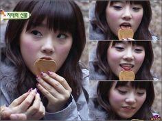 WGM Tae~ licking cookies :3