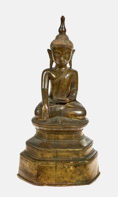 BUDDHA Birma, 19. Jh. Bronze, verso Inschrift, H: 43 cm - - -