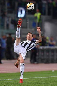 Juventus Stadium, Juventus Fc, Barcelona E Real Madrid, Liga Soccer, Juventus Wallpapers, Elite Fitness, Soccer News, Sports Memes, Professional Football