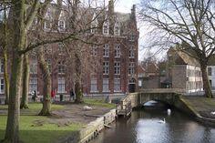 Le Béguinage - Bruges (Belgique) © Maurice Rougemont