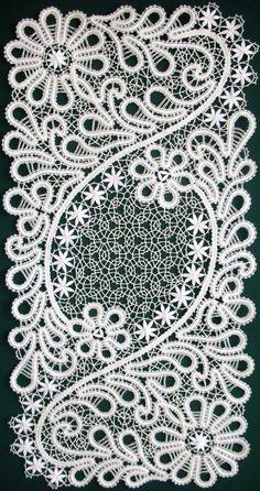 Best 12 Rose Retreat — Bobbin lace from the Russian town of Vologda Crochet Motifs, Crochet Lace, Crochet Shawl, Crochet Patterns, Antique Lace, Vintage Lace, Romanian Lace, Bordados E Cia, Teneriffe