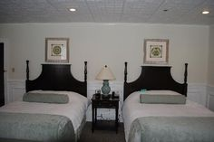 The Inn at Pocono Manor: Renovated Guest Room