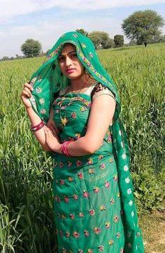 Beautiful Girl Body, Beautiful Blonde Girl, Beautiful Girl Indian, Cute Beauty, Beauty Full Girl, Beautiful Women Pictures, Beautiful Outfits, Indian Bollywood Actress, Indian Beauty Saree