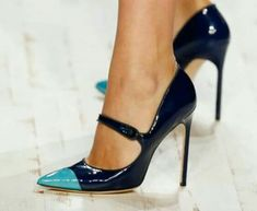 6 tips you should know to walk correctly in heels - Schuhe - Zapatos Pumps Heels, Stiletto Heels, High Heels, Sexy Heels, Pretty Shoes, Beautiful Shoes, Daily Shoes, Botas Sexy, Hot Shoes