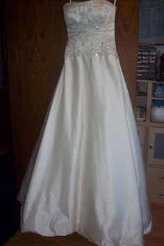 Great tutorial! Sew Kansas: Wedding Dress Alterations-How to shorten a dress with horsehair braid