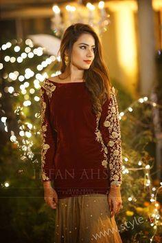 30 Ideas party makeup night in pakistan Pakistani Fancy Dresses, Pakistani Wedding Outfits, Pakistani Wedding Dresses, Pakistani Dress Design, Indian Dresses, Indian Outfits, Stylish Dresses, Fashion Dresses, Fashion Styles
